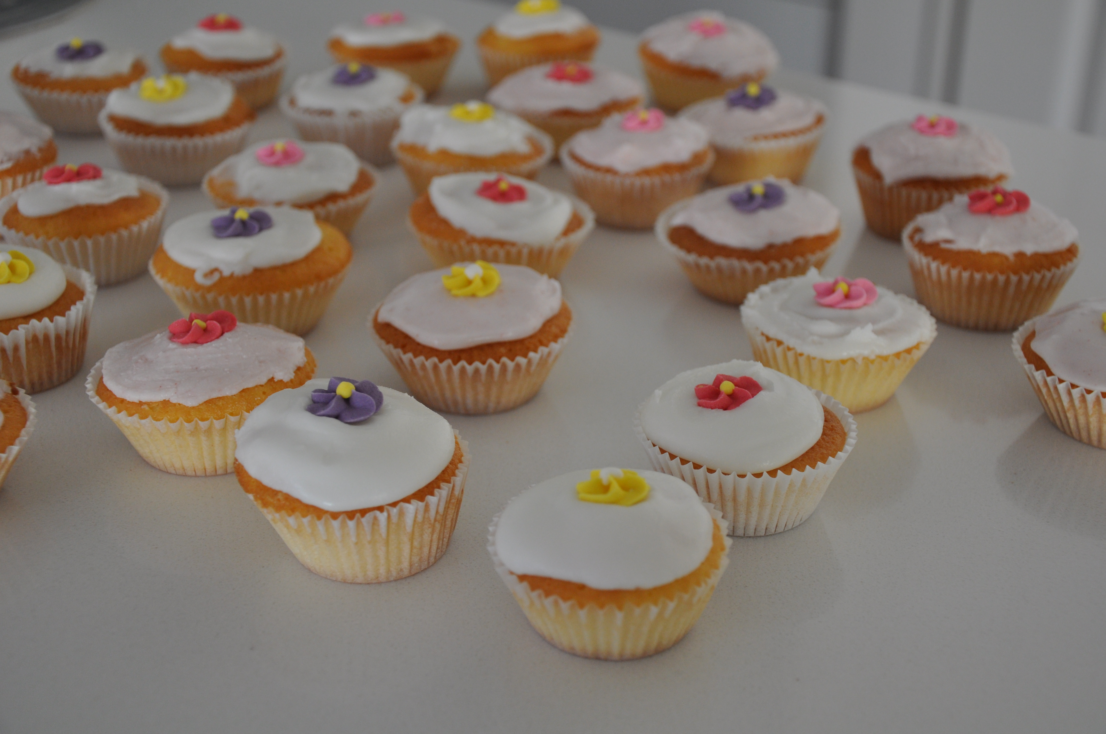 Cupcake Decorating Ideas With Royal Icing : recipe: nigella lawson cupcakes with royal icing ...