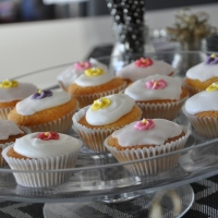 recipe: nigella lawson cupcakes with royal icing